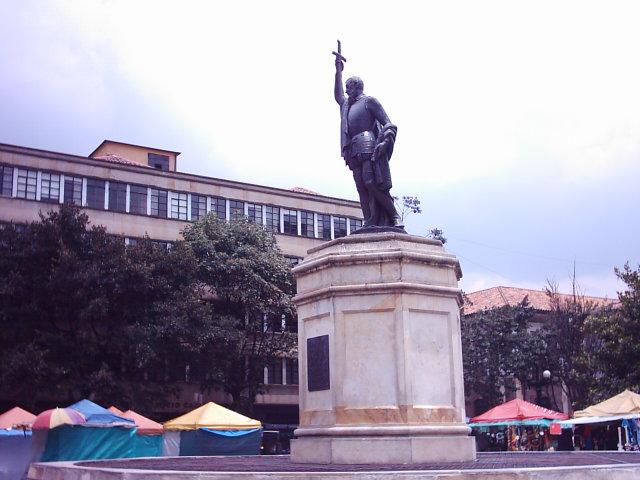"""A Gonzalo Jiménez de Quesada, creador del """"alma"""" colombiana - Estatua_Gonzalo_Jimenez_Quesada"""