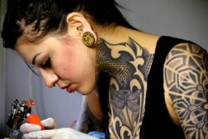 Caro y Cuervo lleva la corrección ortográfica a los tatuajes en Colombia