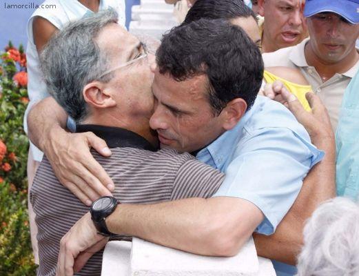 """Uribe urge acabar con el gobierno venezolano mediante  """"un golpe democrático"""" - uribe-capriles"""