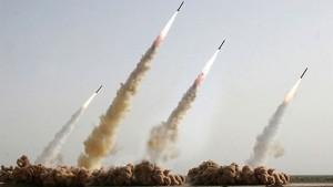 Irán prepara misiles en caso de confrontación con los buques de EE.UU. y Francia