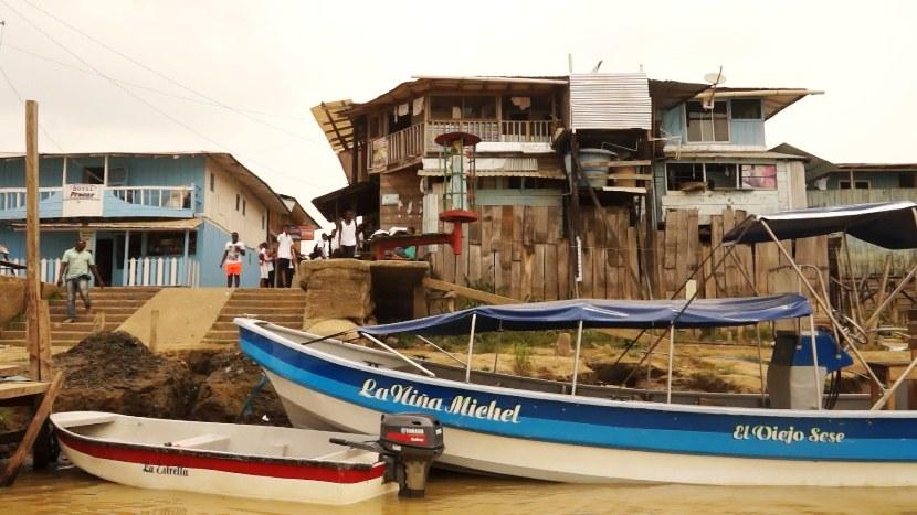 al menos 300 paramilitares siembran terror  en Riosucio Chocó - Paramilitares-en-Riosucio
