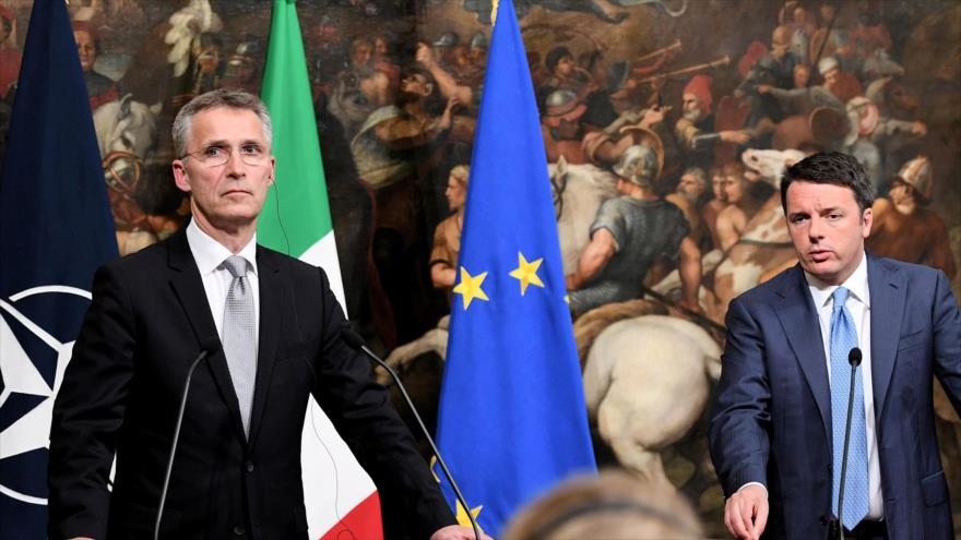 El jefe de la Organización del Tratado del Atlántico Norte (OTAN), Jens Stoltenberg (izda.), ofrece una rueda de prensa conjunta con el primer ministro de Italia, Matteo Renzi, en Roma, capital italiana, 24 de mayo de 2016.